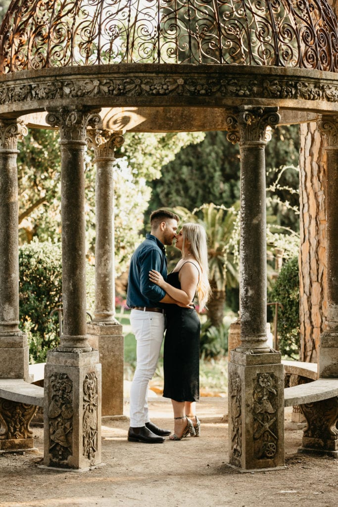 Engagement photoshooting in Ravello at the infinity terrace of villa cimbrone